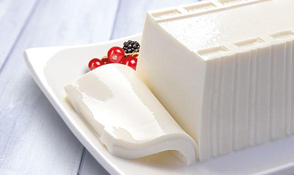 foto bodegón de un queso fresco suave